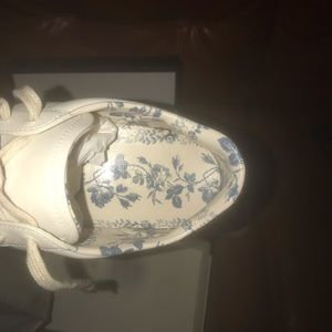 Authentic women Gucci sneakers